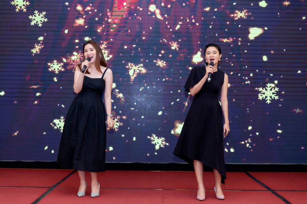 Màn trình diễn ca khúc Top of the world đến từ bộ đôi đến từ Annalink - Kaylie và Jean